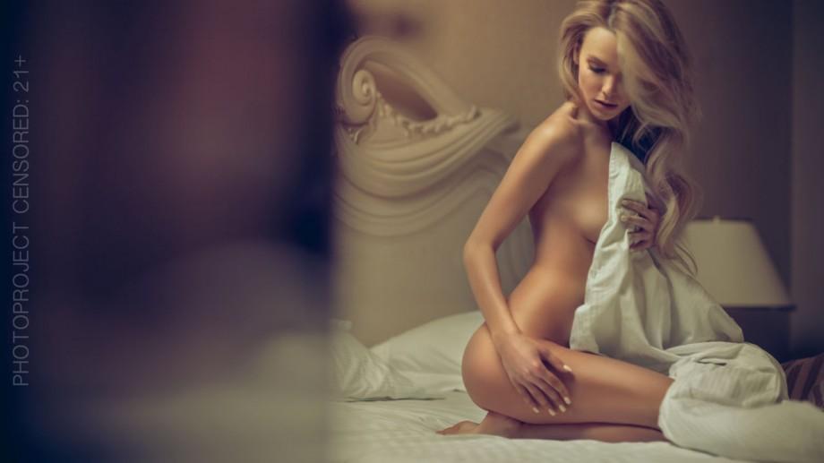 (foto) Sexy și senzuală! Olia Tira s-a lăsat dezgolită într-un pictorial incendiar