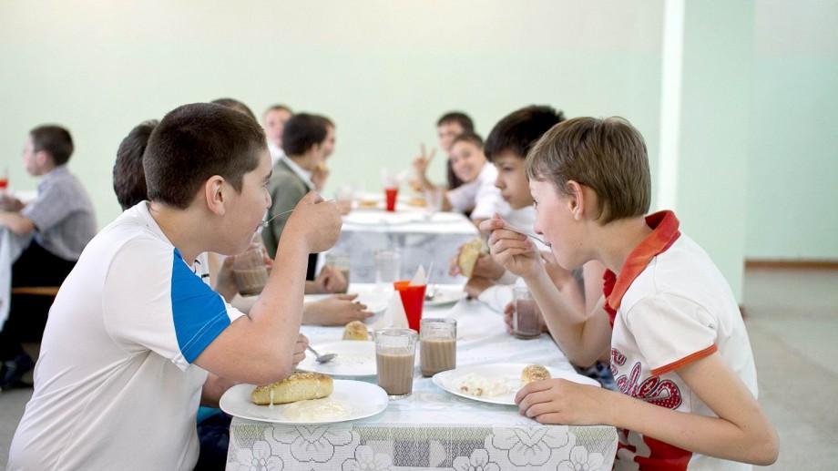 Fructe, legume, apă și mai multă activitate fizică. Elevii din școli și grădinițe vor avea noi meniuri