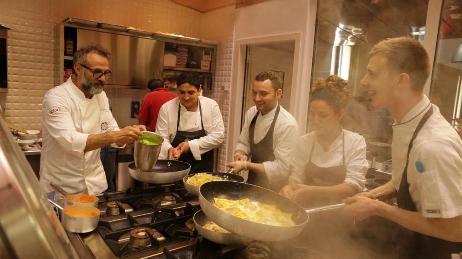 (foto) Mai mulți bucătari-șefi de la Jocurile Olimpice și-au propus să gătească pentru cetățenii săraci