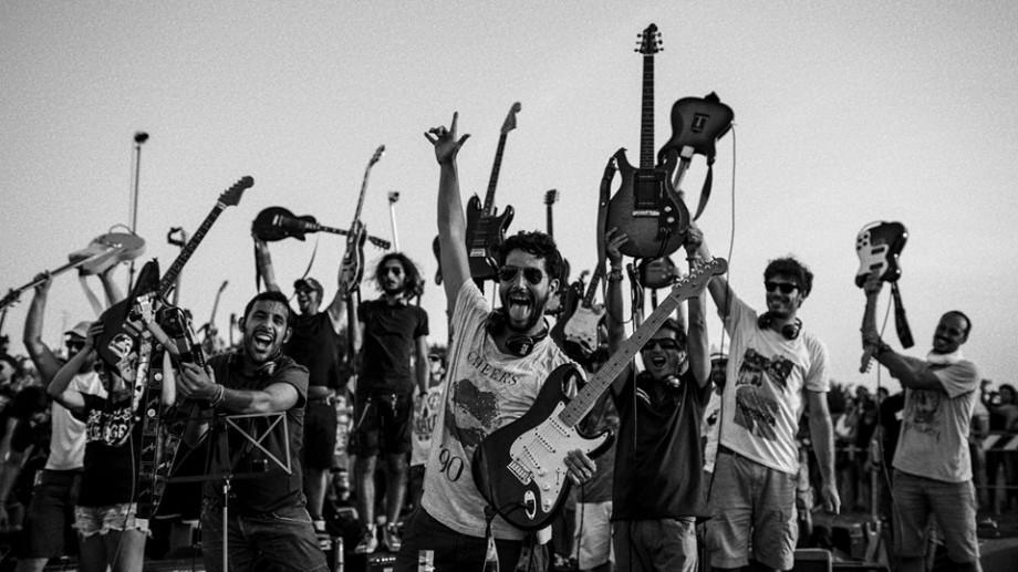 (video) 1.200 de muzicieni au interpretat concomitent piesele rock clasice în Cesena, Italia
