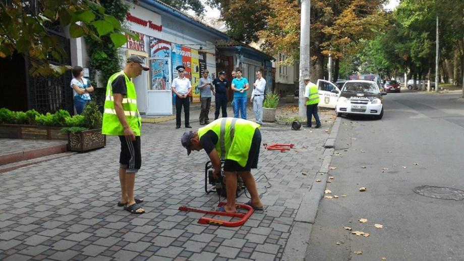 În Chișinău continuă demontarea mijloacelor de semnalizare rutieră instalate ilegal