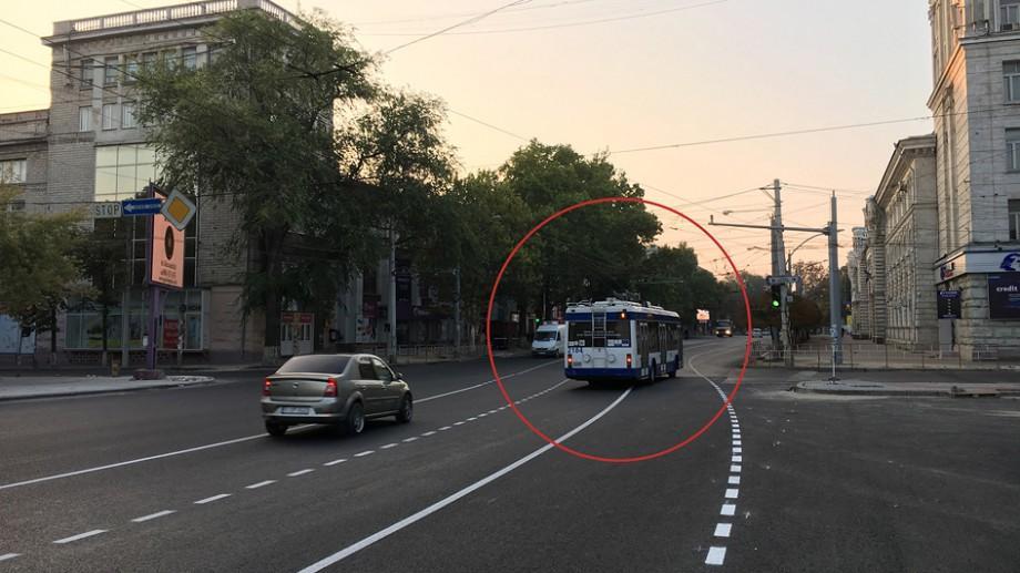 Marcajul rutier din Centrul Chișinăului este provizoriu și nu este destinat pentru automobile