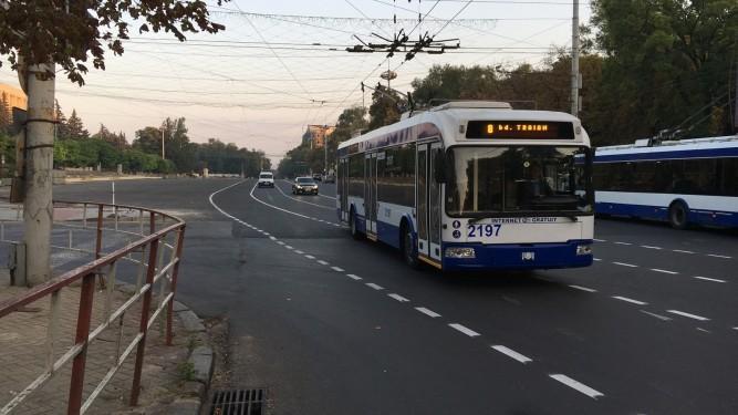 (foto) Autoritățile au aplicat un marcaj curbat pe bulevardul Ștefan cel Mare
