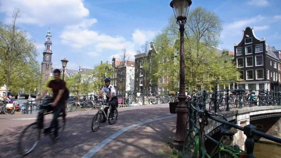 Un video contraindicat lui Dorin Chirtoacă. Cum se circulă în Amsterdam, orașul bicicletelor