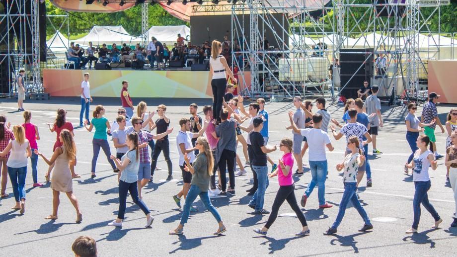 (galerie foto) Cum au loc pregătirile pentru Ziua Independenței în Piața Marii Adunări Naționale