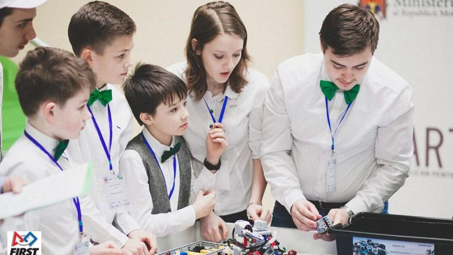 (video) Programul ROBOCLUB se extinde! Alte 20 de instituții vor fi dotate cu seturi de robotică