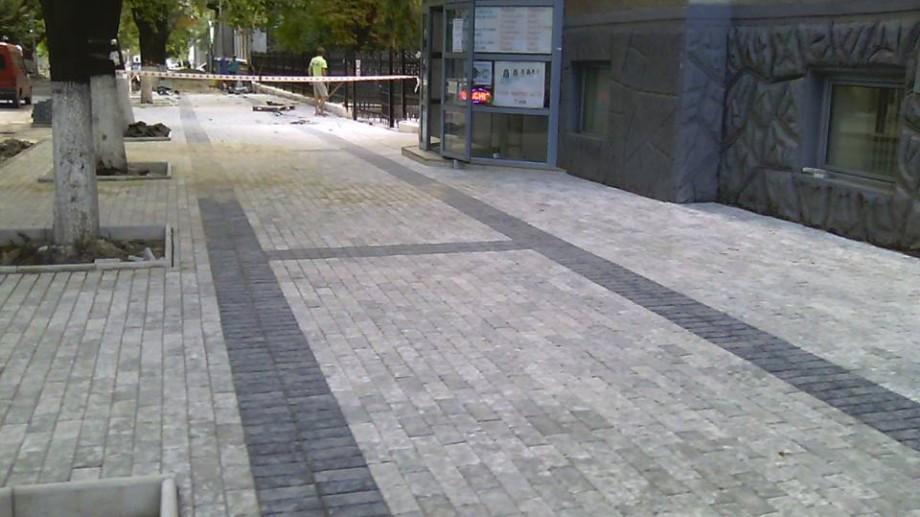 (foto) La Bălți se amenajează trotuare cu design de piste pentru bicicliști