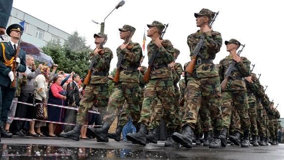 (video) Emoții pentru 400 de tineri. Au fost încorporați în Armata Națională și au jurat credință Patriei