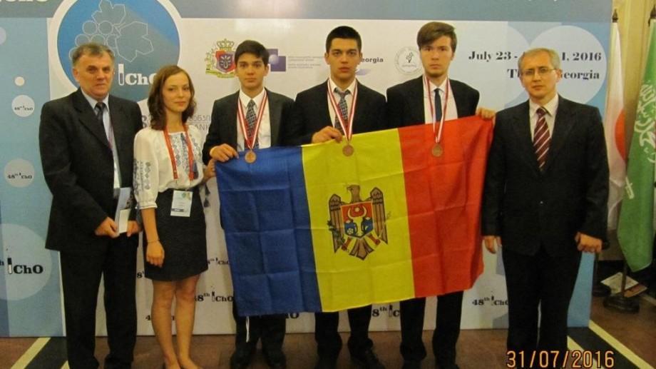 Elevii moldoveni au obținut trei medalii de bronz la Olimpiada Internațională de Chimie