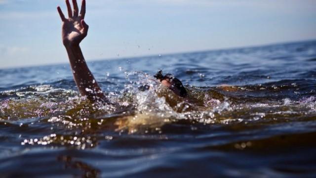 Două persoane și-au pierdut viața duminică în bazinele acvatice din țară. Detalii