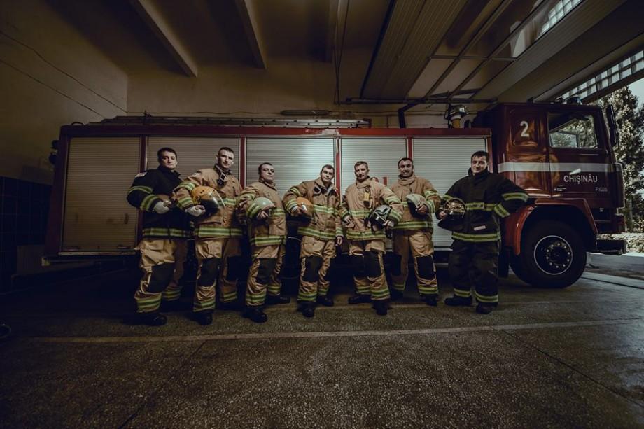 (foto) Pompierii moldoveni au primit uniforme noi de la cea mai mare companie americană de specialitate