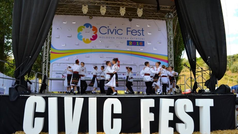 """(foto) CIVIC FEST 2016 a sărbătorit """"Zilele Societății Civile"""" împreună cu Festivalul """"GUSTAR"""""""