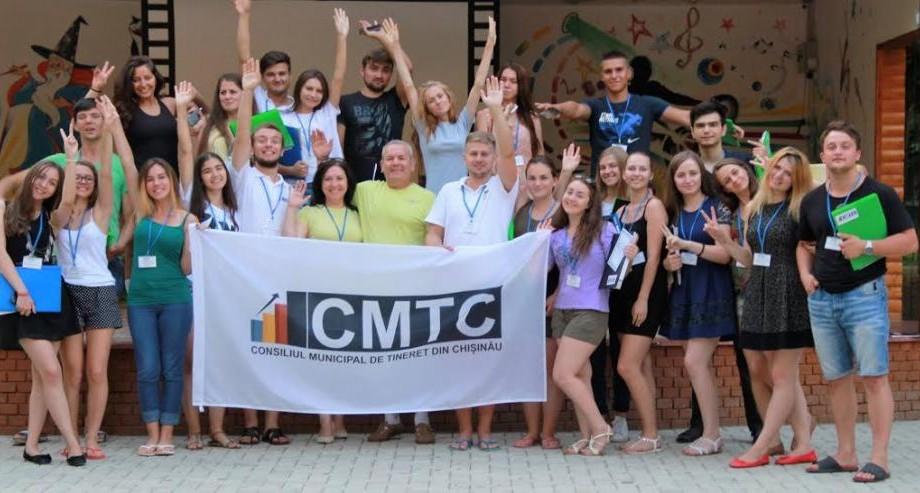 """Tinerii activi din suburbiile Chișinăului au participat la școala de vară """"Abilitarea tinerilor consilieri pentru Participare"""""""