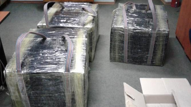 """(foto) Focuri de armă la frontieră. Un tânăr """"contrabandist"""" prins cu peste 5.000 de pachete de țigări"""