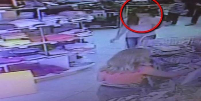 (video) O adolescentă de 17 ani a fost surprinsă în timp ce fura un telefon Samsung Galaxy S5