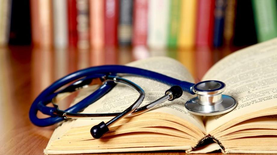Oratorica te suprinde din nou în toamna asta! Îți aduce un curs special pentru studenți și medici – Engleza Medicală