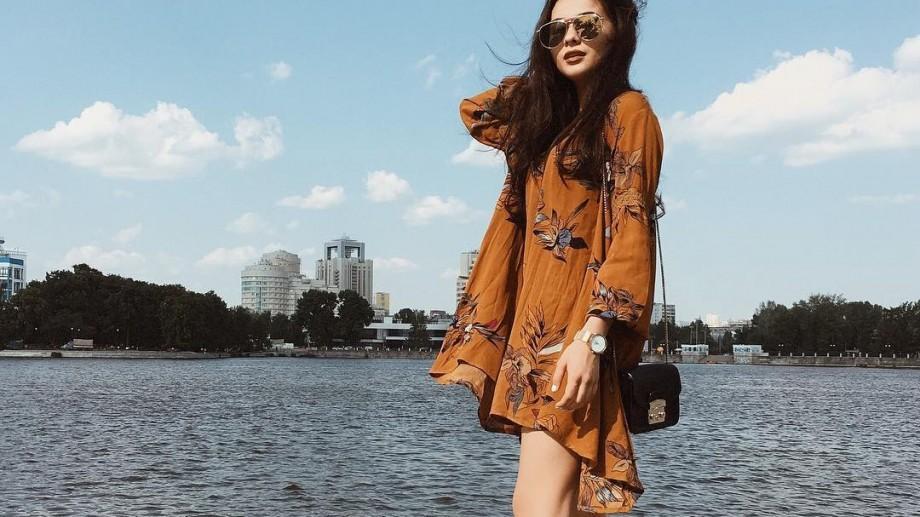 (foto) Catifea, volane, piele, retro sau oversize. Cinci rochii pentru care să optezi în această toamna