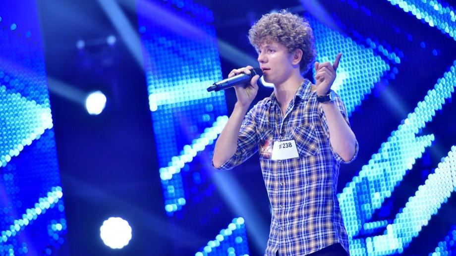 (video) Simion Caragia, băiatul cu chip de poveste din Nisporeni, a oferit cel mai emoționant moment la X Factor