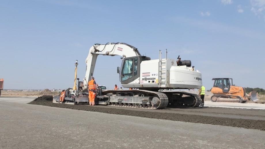 (foto) Cum decurge procesul de reconstrucţie Pistei Aeroportului Internațional Chișinău