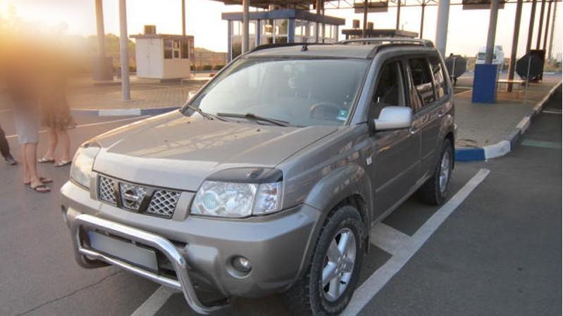Trei tineri au încercat să scoată din țară mașini cu acte falsificate și date în căutare internațională