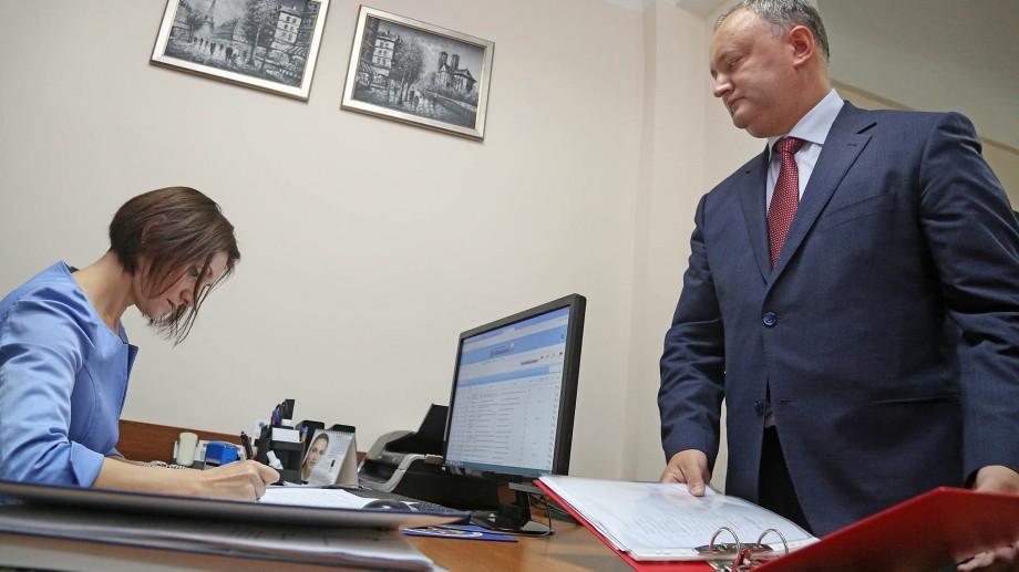 Igor Dodon ameninţă cu proteste violente dacă va fi scos din cursa electorală