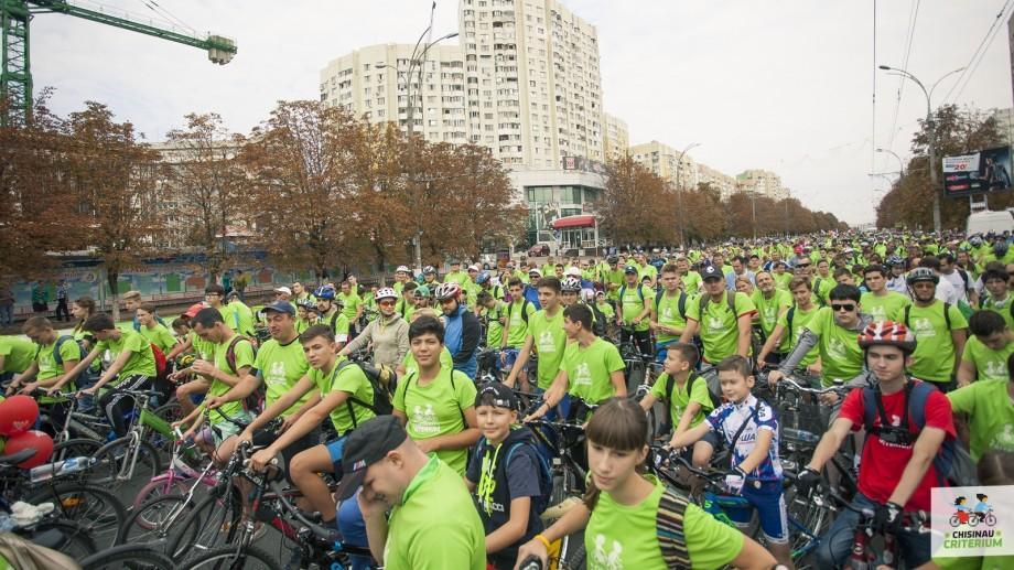 (foto) Cinci mii de persoane au participat la cursa de ciclism – Chisinau Criterium 2016. Iată cine sunt câștigătorii
