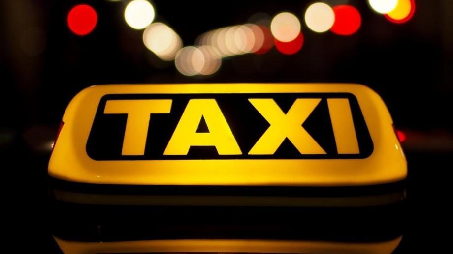 După ce serviciile de taxi s-au scumpit în timpul ninsorilor, autoritățile iau măsuri pentru reglementarea activității acestora