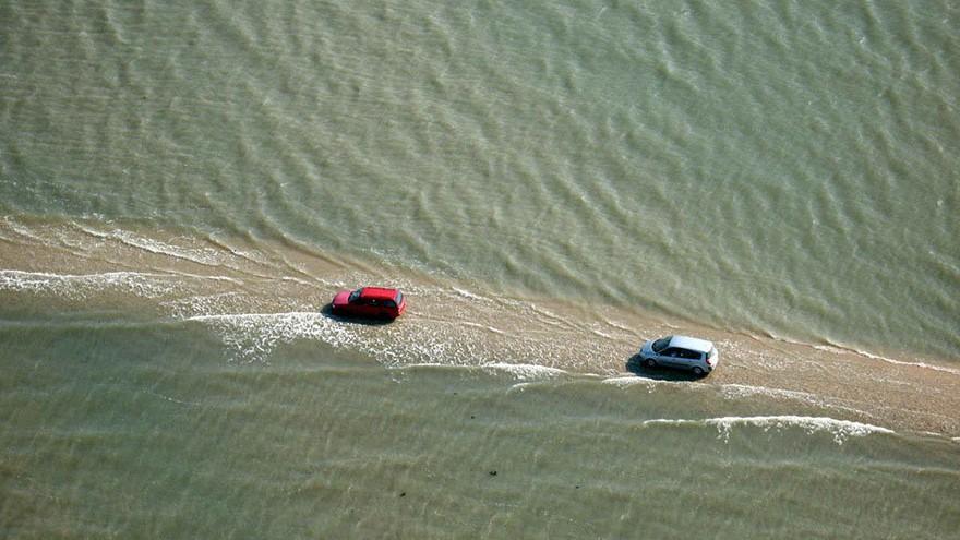 (foto) Un drum din Franța este înghițit de ape de două ori pe zi. Cum este explicat fenomenul?