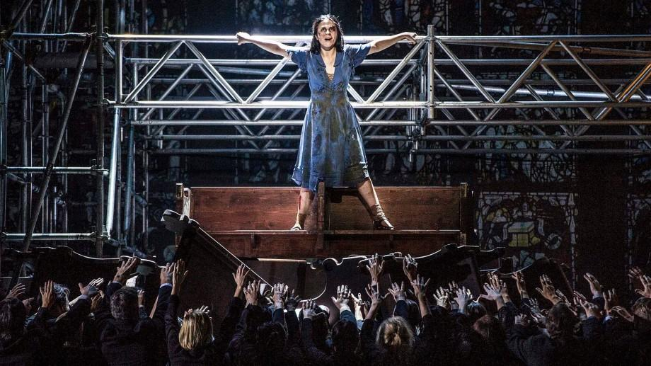 "(foto) Soprana din Moldova, Natalia Tanasiiciuc, a uimit publicul din Oslo la premiera operei ""War Requiem"""