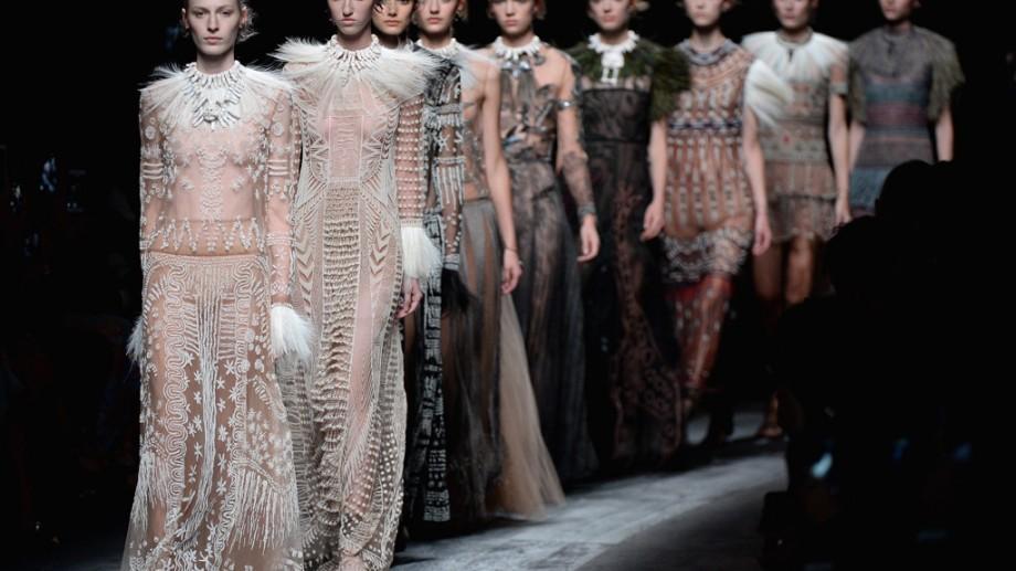 Săptămâna Modei de la Paris. 91 de defilări de pret-a-porter a ținutelor pentru primăvară/vară 2017