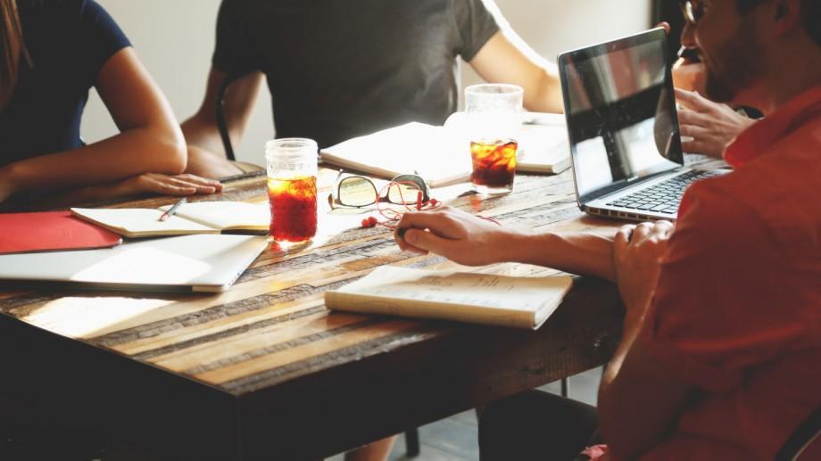 """A demarat târgul start-up-urilor """"Cele mai bune idei de afaceri inovative"""" pentru studenții și masteranzii USM"""