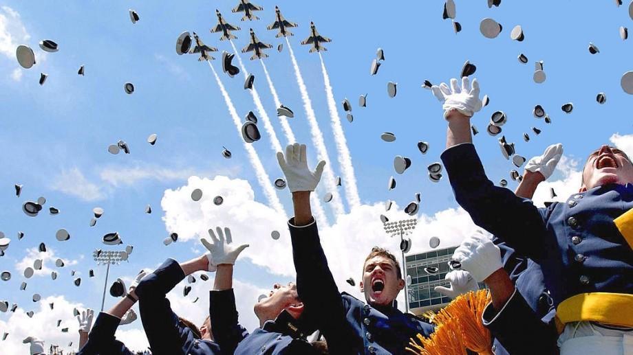Devino aviator sau militar în academiile prestigioase din SUA. Guvernul american îți achită bursa