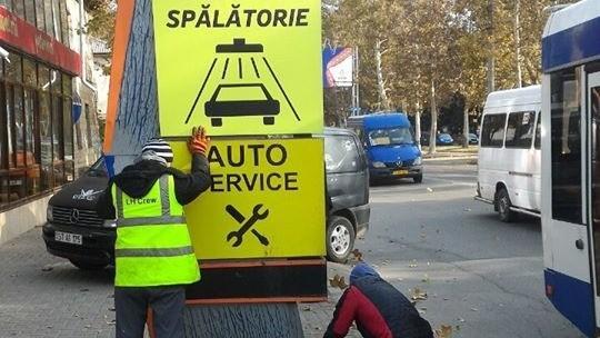 Mai multe indicatoare rutiere şi dispozitive anti-parking au fost demontate din centrul Capitalei