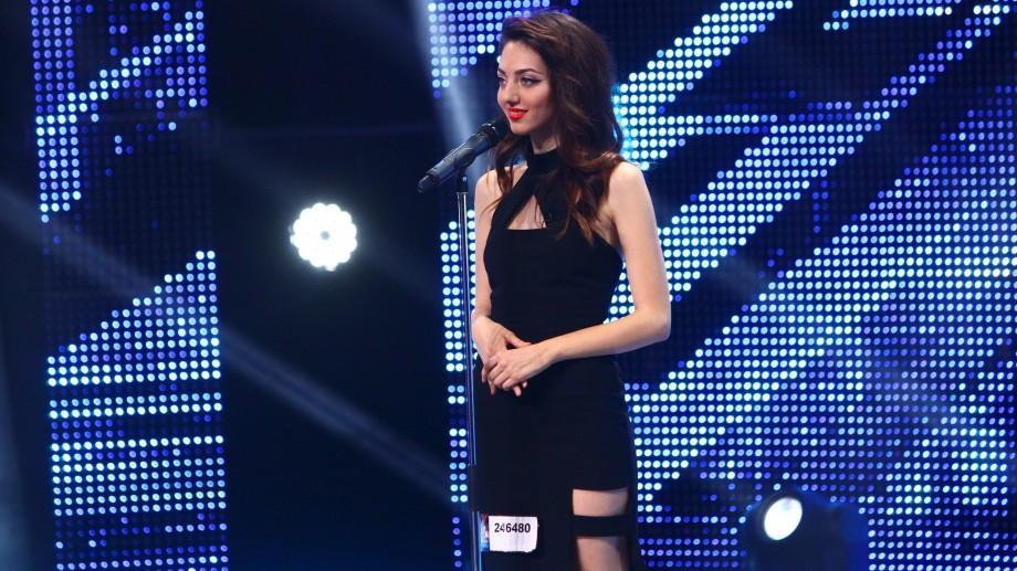 """(video) Anastasia Jantic se visează star internațional și a reușit să """"rupă"""" patru de DA la X Factor"""