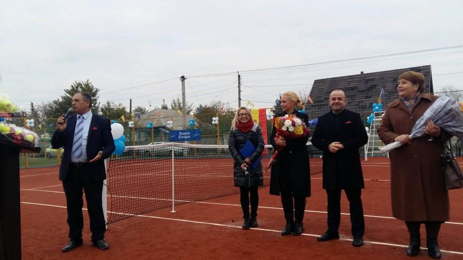 (foto) O premieră sportivă pentru raionul Ungheni. A fost inaugurat primul teren de tenis