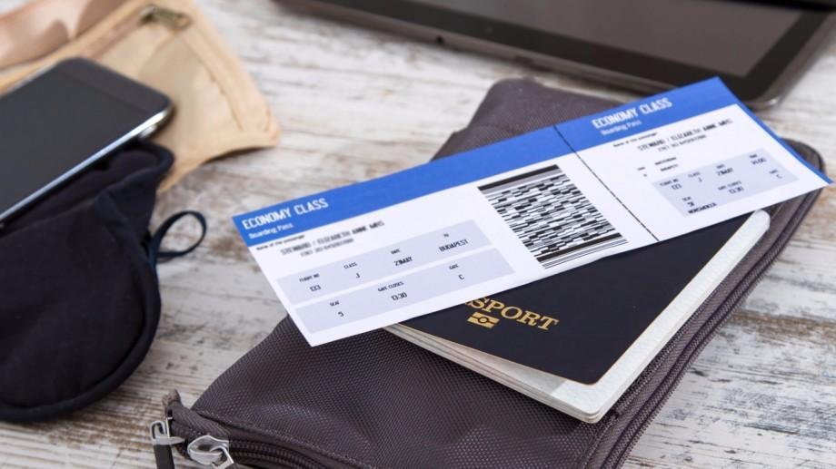 Sfaturi de călătorii. Află de ce nu trebuie să postezi pe internet poze cu biletele de avion