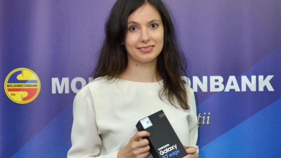 Moldindconbank a pus în circulaţie cel de-al 500.000-lea card bancar!