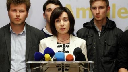 (foto) O adolescentă din Moldova a scris o carte care se bucură de un succes imens în Italia