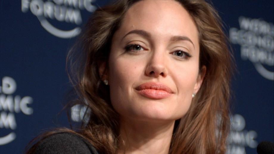 Angelina Jolie a fost interogată timp de patru ore de FBI