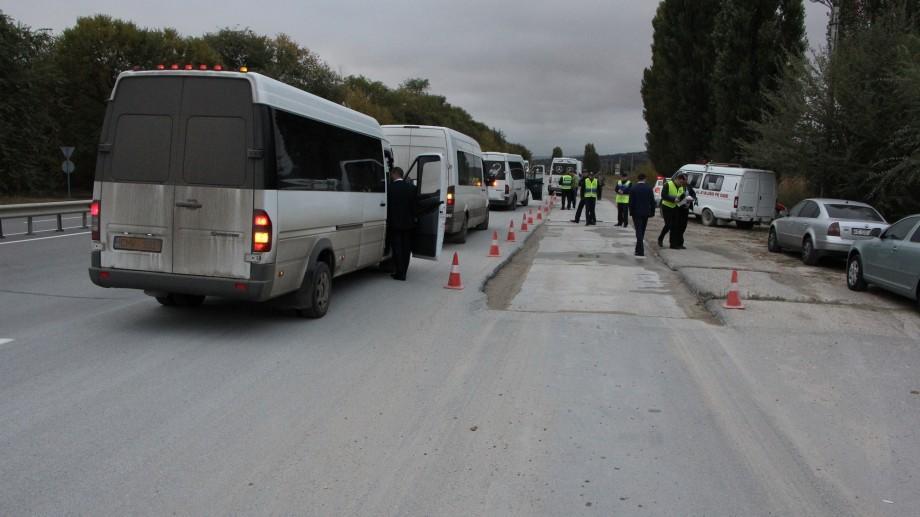 Controale matinale! Pasagerii microbuzelor de linie au fost verificați dacă dețin bilete de călătorie