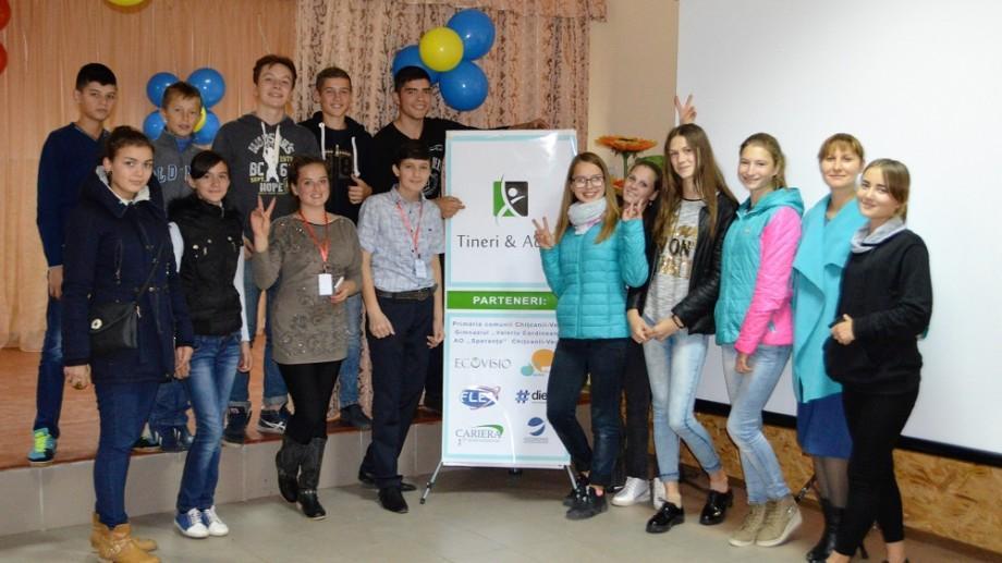 (foto) Tinerii din Telenești au făcut cunoștință cu ofertele de studii și programe de schimb pentru elevi