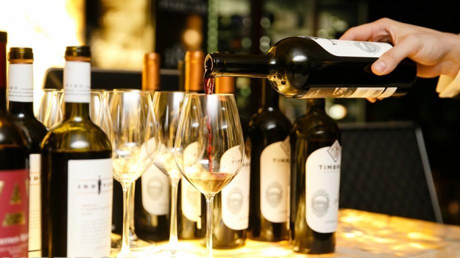 (foto) Mix de arome și gusturi de Ziua Vinului la restaurantul Mezzo. Au fost degustate cele mai fine vinuri autohtone