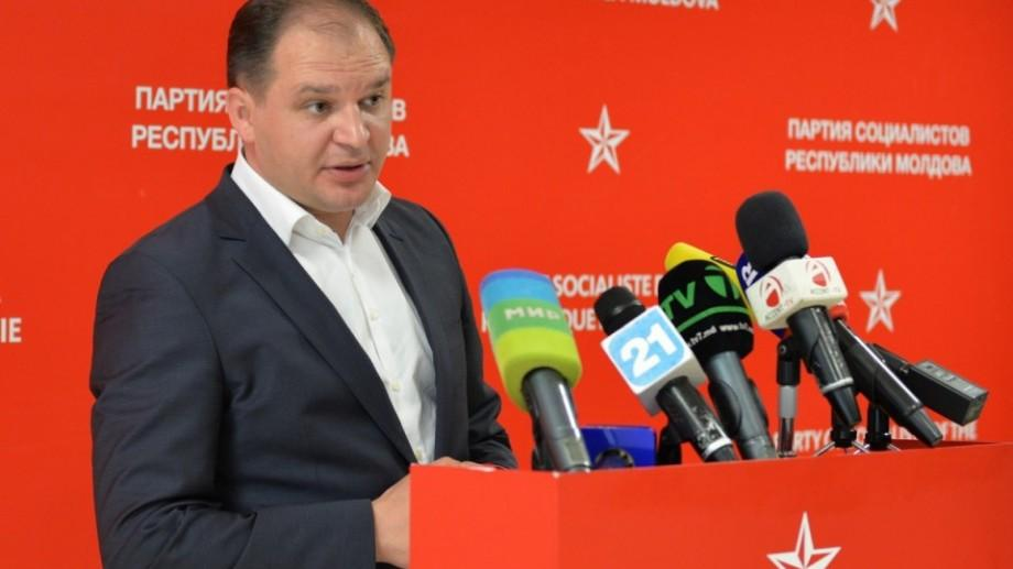 Pentru a-l păstra pe socialistul Ion Ceban în funcția de purtător de cuvânt, Președinția ocolește legea