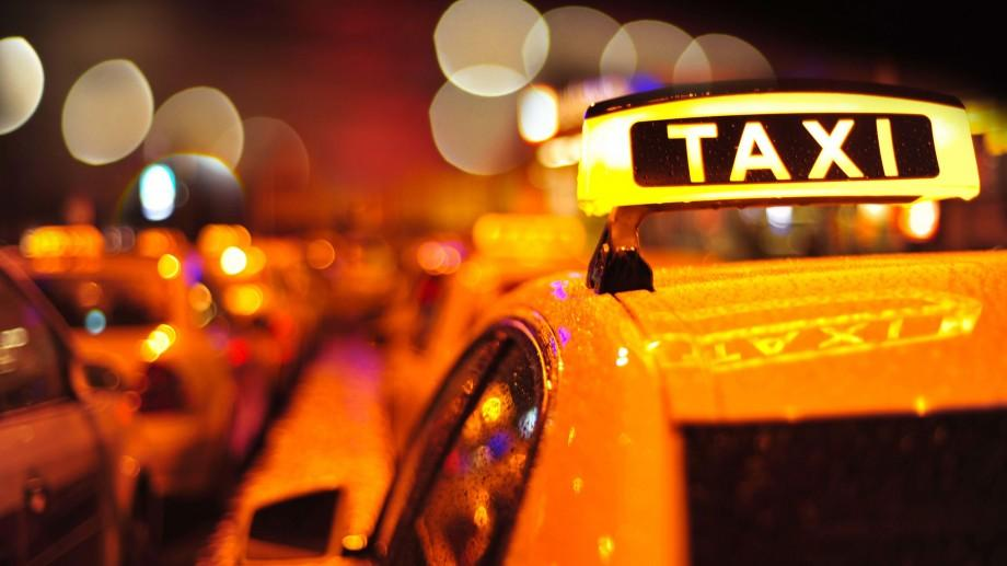 Şoferii care prestează servicii în regim de taxi vor trebui să dispună de taximetre
