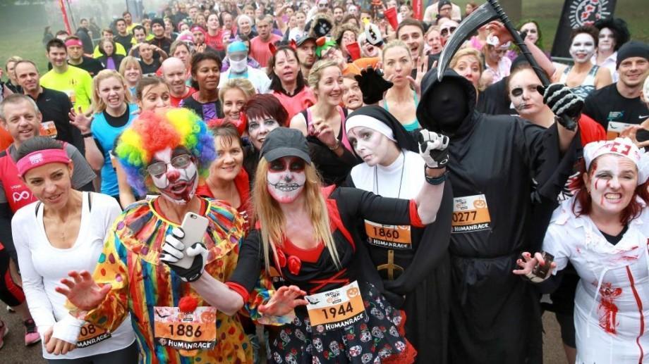 Costumează-te și distrează-te la prima cursă de alergare nocturnă de Halloween