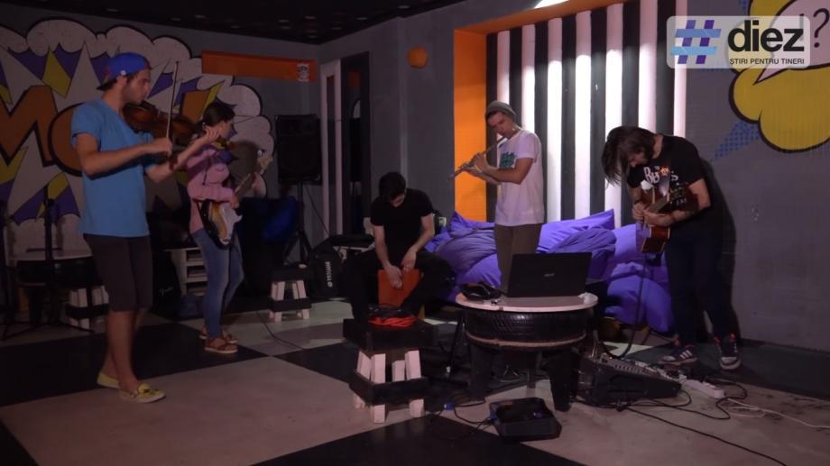 """(video) Unde-s tinerii. Descoperă trupa """"Pata de ceai"""" și află cum se infuzează rockul, jazzul și folclorul împreună"""