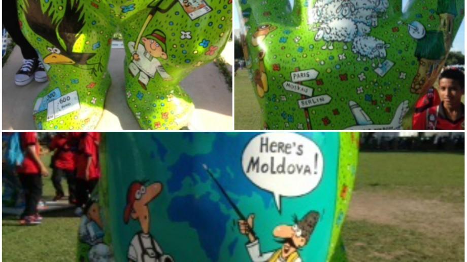 """(foto) Moldova participă la o expoziție internațională de urși desenați, în Malaysia. Cum arată """"ursul moldovean"""""""