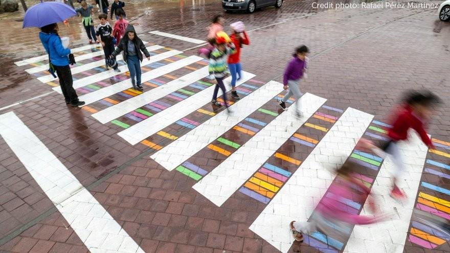(foto) În curând, am putea avea zebre colorate în oraș. Susține inițiativa printr-un vot