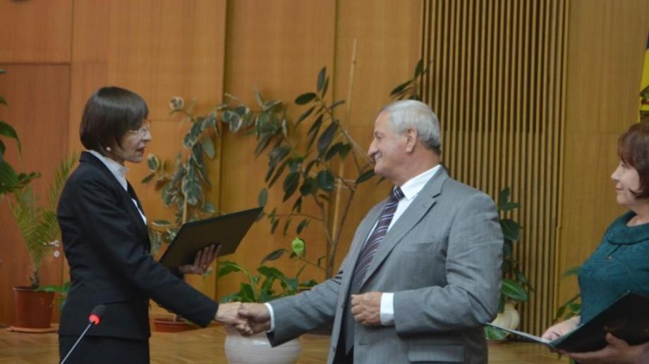 (foto) Peste 50 de cadre didactice au primit Diploma Guvernului Republicii Moldova