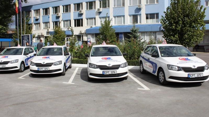 Examenul de obținere a permisului de conducere poate fi susținut și la automobilele cu transmisie automata